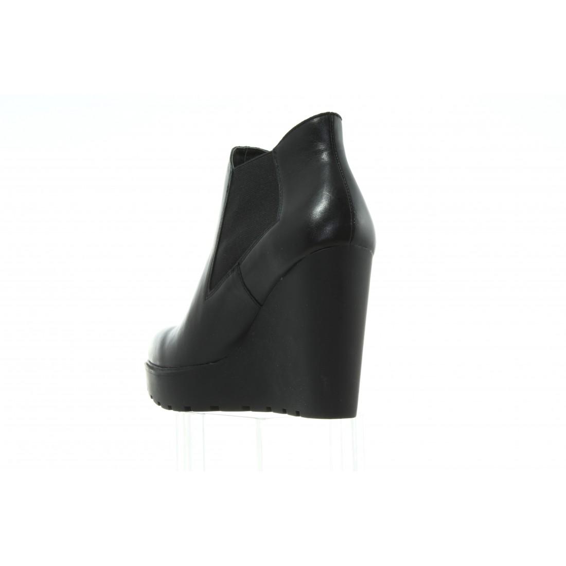 e9e44e19ce65c Botki Calvin Klein Sydney Nappa RE9620 Black
