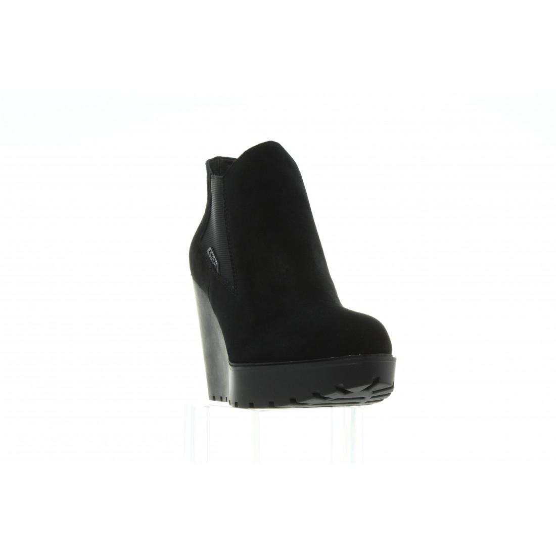 RE9004 Black